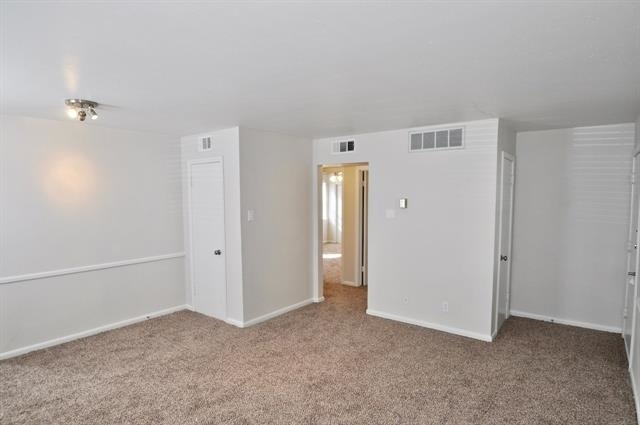 2 Bedrooms, Willow Wood East Rental in Dallas for $1,299 - Photo 2