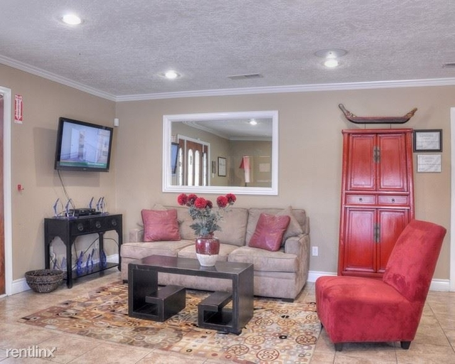 1 Bedroom, Normandy Souare Rental in Houston for $745 - Photo 2