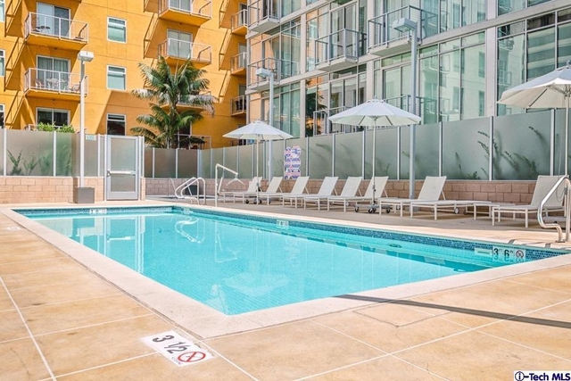 2 Bedrooms, South Park Rental in Los Angeles, CA for $3,200 - Photo 1