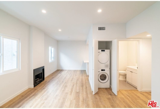 2 Bedrooms, Central Hollywood Rental in Los Angeles, CA for $3,200 - Photo 2