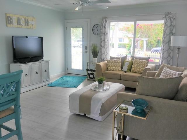 3 Bedrooms, Osceola Park Rental in Miami, FL for $7,500 - Photo 2