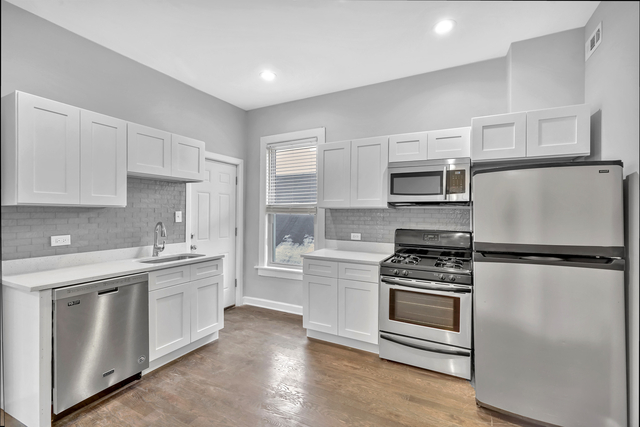 2 Bedrooms, Heart of Chicago Rental in Chicago, IL for $1,395 - Photo 2