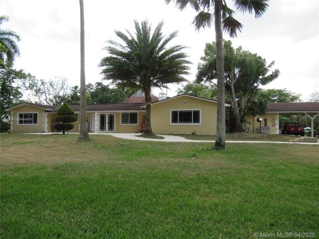 5 Bedrooms, Davie Rental in Miami, FL for $4,900 - Photo 2