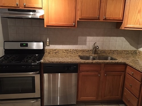 3 Bedrooms, Lake View East Rental in Chicago, IL for $2,355 - Photo 2