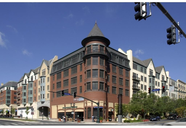 2 Bedrooms, Town Square Rental in Washington, DC for $2,300 - Photo 2