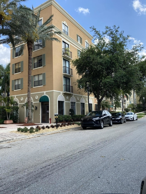 2 Bedrooms, Courtyards in Cityplace Condominiums Rental in Miami, FL for $1,675 - Photo 2