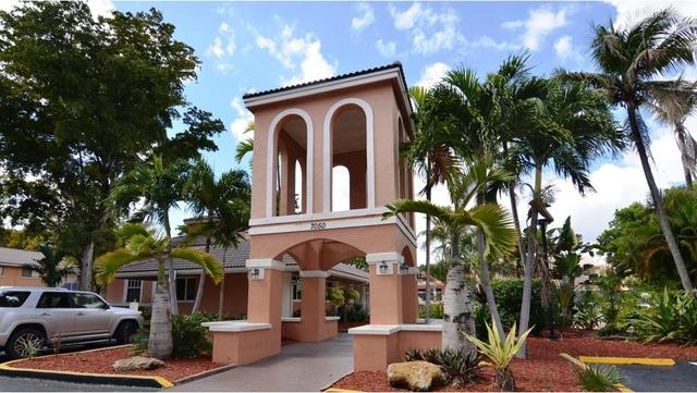 1 Bedroom, Rossland Rental in Miami, FL for $1,160 - Photo 2