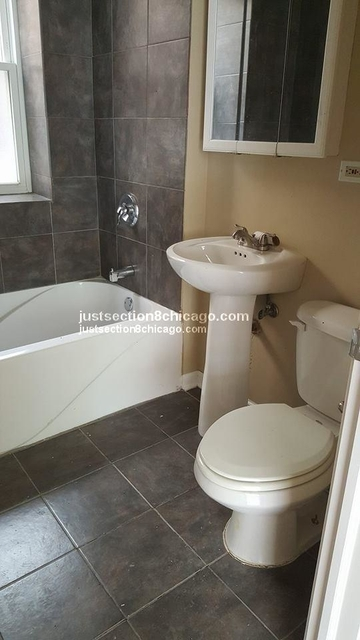 2 Bedrooms, South Shore Rental in Chicago, IL for $1,300 - Photo 2
