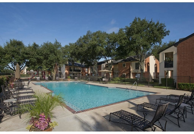 2 Bedrooms, Sugar Land Rental in Houston for $1,170 - Photo 2