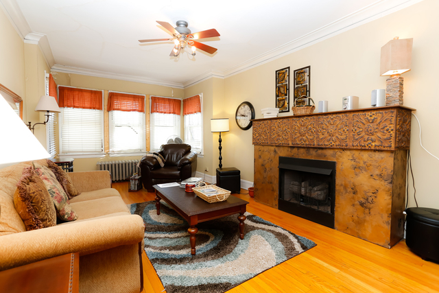 3 Bedrooms, Wrigleyville Rental in Chicago, IL for $2,500 - Photo 2