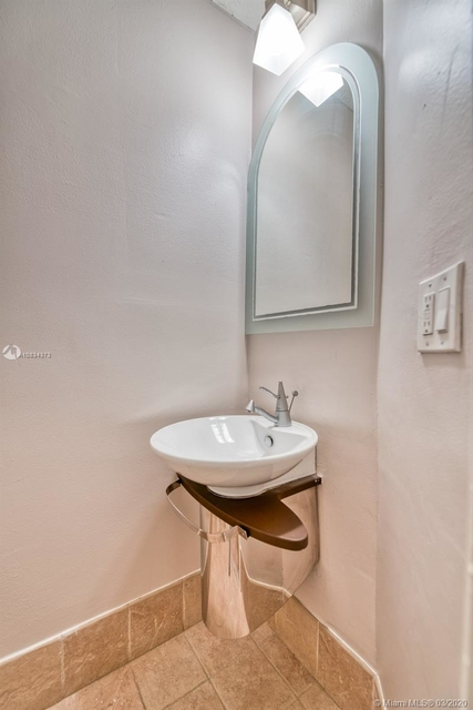 2 Bedrooms, Coral Gables Rental in Miami, FL for $2,500 - Photo 2
