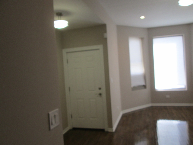 3 Bedrooms, Woodlawn Rental in Chicago, IL for $1,800 - Photo 2