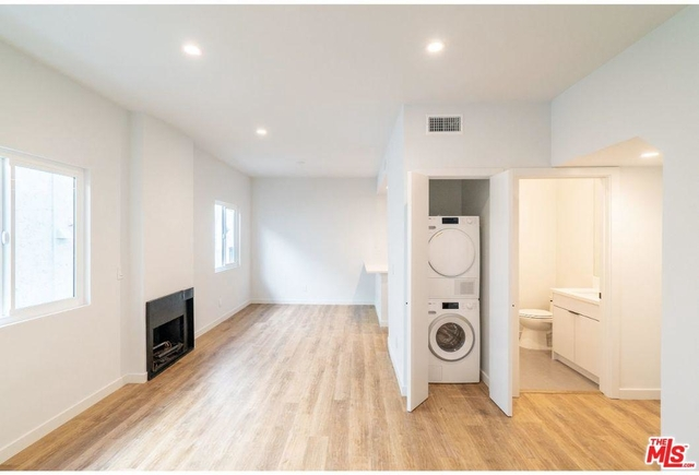 2 Bedrooms, Central Hollywood Rental in Los Angeles, CA for $3,500 - Photo 2