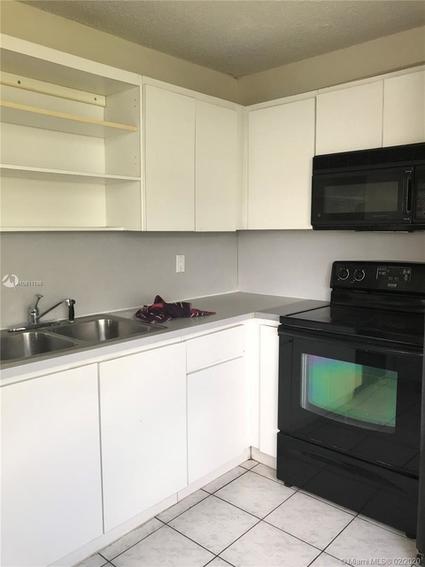 2 Bedrooms, Pine Island Ridge Rental in Miami, FL for $1,450 - Photo 1