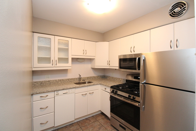 1 Bedroom, Lincoln Park Rental in Chicago, IL for $1,925 - Photo 2
