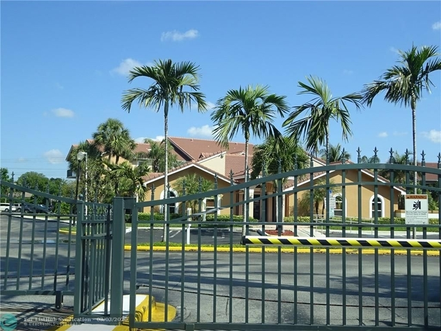 2 Bedrooms, Pine Ridge Rental in Miami, FL for $1,625 - Photo 2