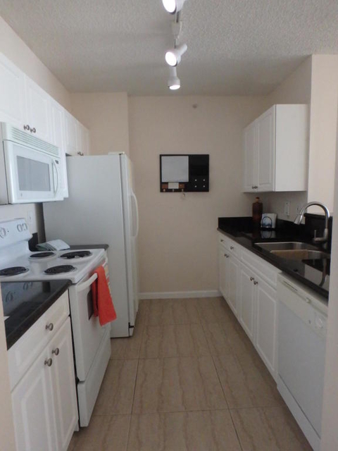 1 Bedroom, Cityplace Rental in Miami, FL for $1,800 - Photo 2