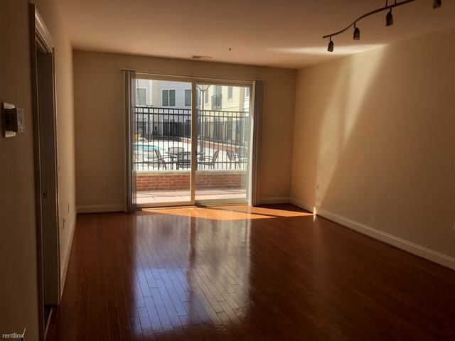 2 Bedrooms, Town Square Rental in Washington, DC for $2,338 - Photo 2