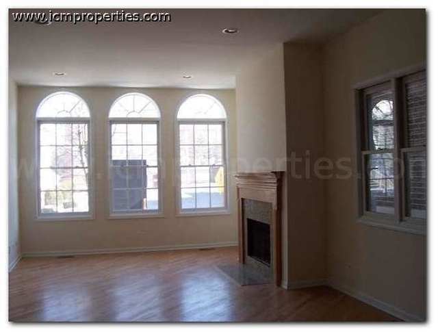 2 Bedrooms, Wrightwood Rental in Chicago, IL for $2,750 - Photo 1