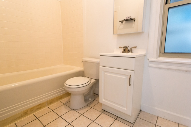 3 Bedrooms, Hyde Park Rental in Chicago, IL for $2,103 - Photo 1