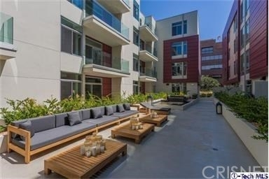 2 Bedrooms, Playhouse District Rental in Los Angeles, CA for $3,195 - Photo 2