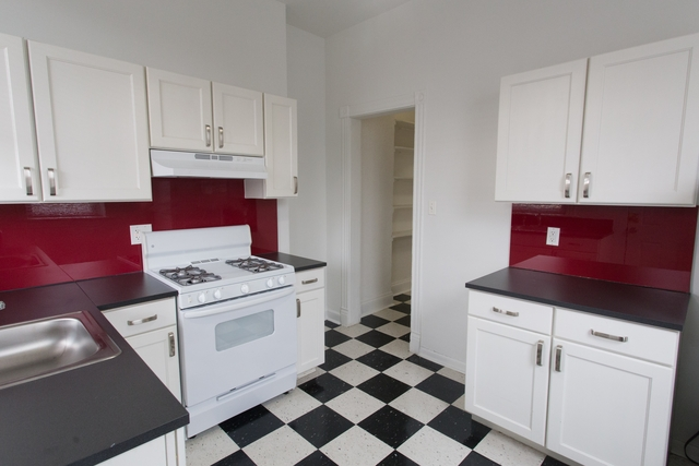 3 Bedrooms, Hyde Park Rental in Chicago, IL for $2,124 - Photo 1