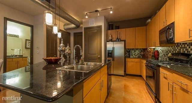 2 Bedrooms, Town Center Rental in Houston for $2,070 - Photo 2