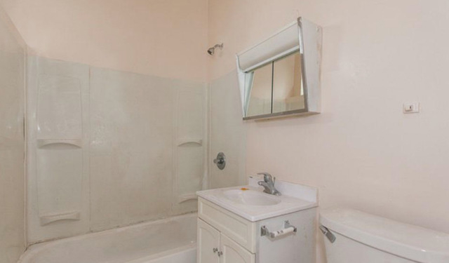 3 Bedrooms, Grand Crossing Rental in Chicago, IL for $1,150 - Photo 2