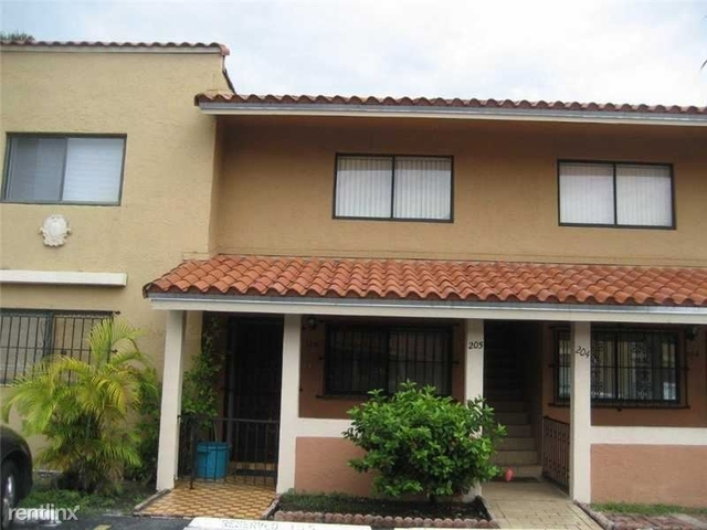 2 Bedrooms, Lago Grande Rental in Miami, FL for $1,600 - Photo 1