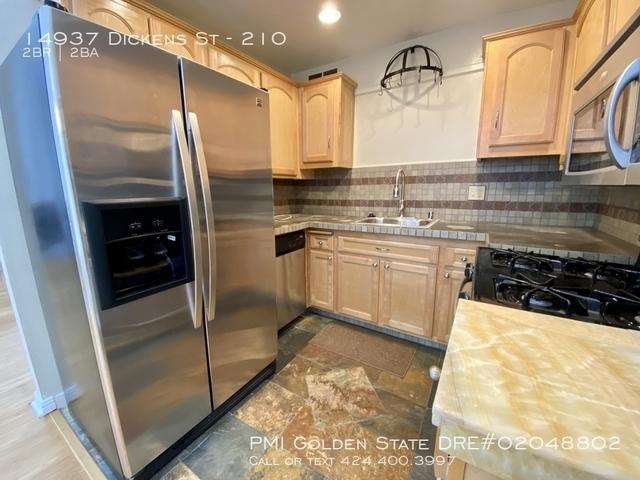 2 Bedrooms, Sherman Oaks Rental in Los Angeles, CA for $2,745 - Photo 2