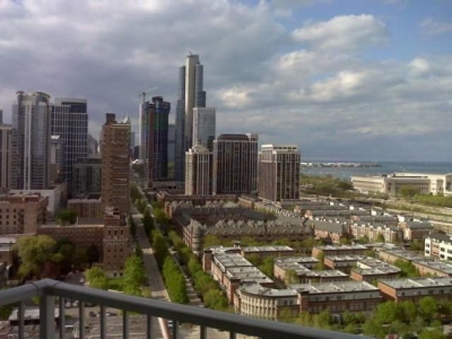 2 Bedrooms, Prairie District Rental in Chicago, IL for $2,100 - Photo 1