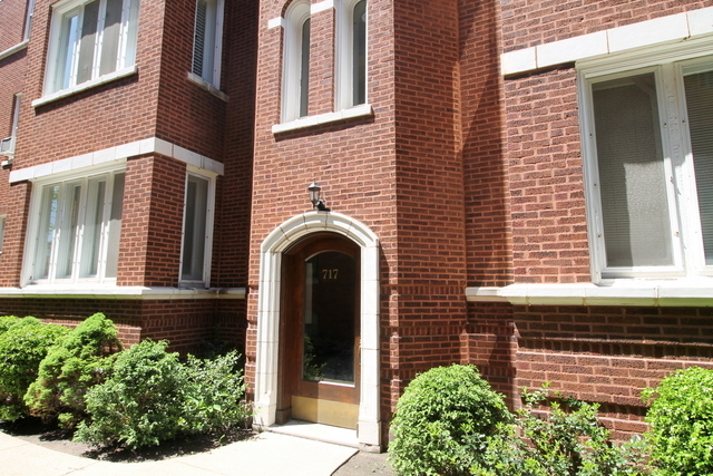 3 Bedrooms, Oak Park Rental in Chicago, IL for $1,900 - Photo 2
