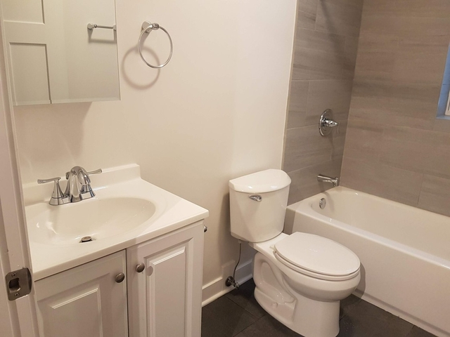 3 Bedrooms, Mayfair Rental in Chicago, IL for $1,795 - Photo 1