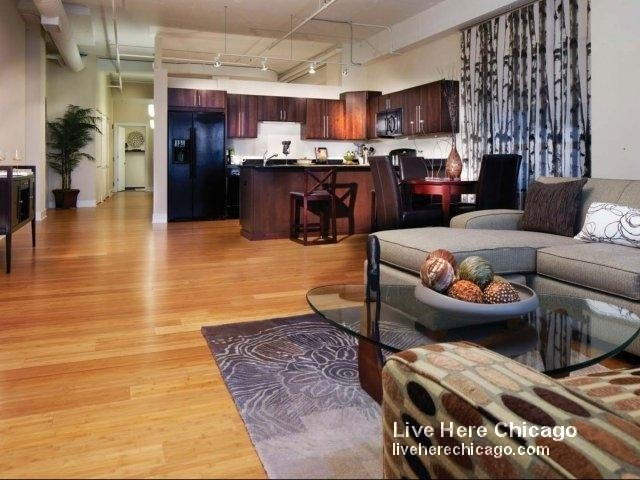 2 Bedrooms, Gold Coast Rental in Chicago, IL for $3,620 - Photo 2