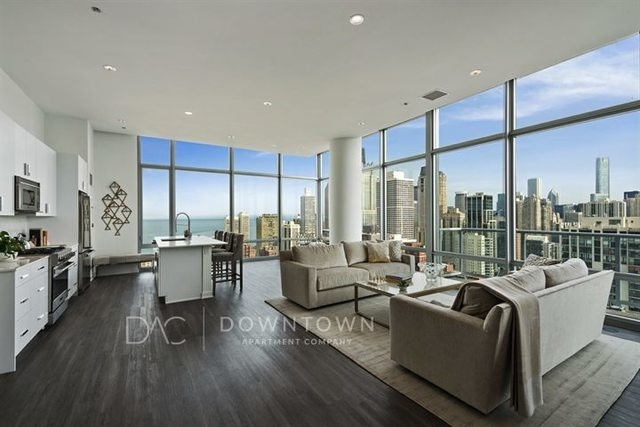 4 Bedrooms, Old Town Rental in Chicago, IL for $12,720 - Photo 1