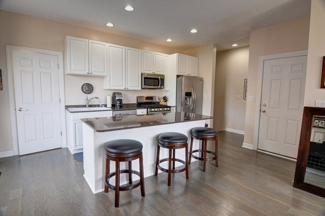 2 Bedrooms, Goose Island Rental in Chicago, IL for $2,500 - Photo 2