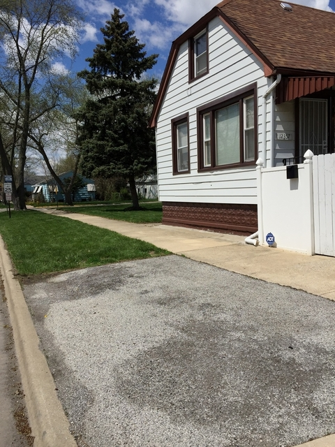 4 Bedrooms, Calumet Park Rental in Chicago, IL for $1,800 - Photo 1