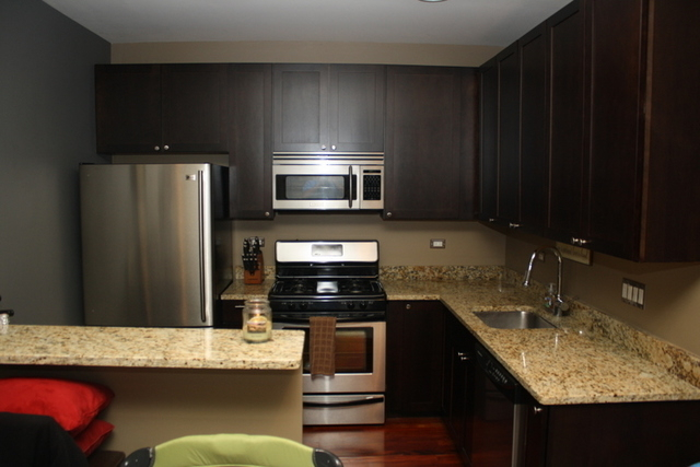 2 Bedrooms, Ravenswood Rental in Chicago, IL for $1,900 - Photo 2