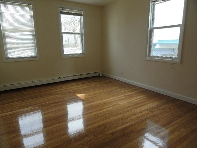 2 Bedrooms, East Somerville Rental in Boston, MA for $2,385 - Photo 2