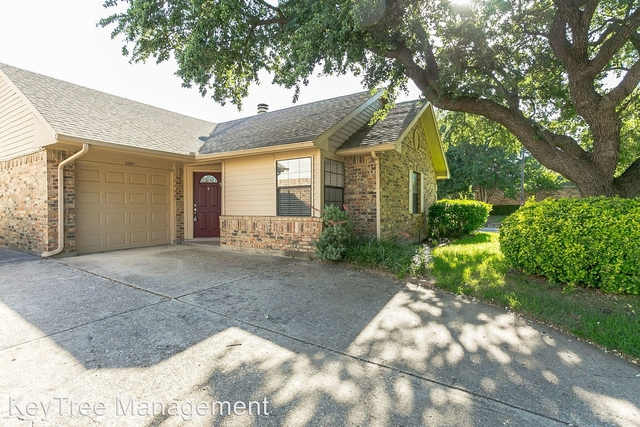 2 Bedrooms, Old Mill Court Rental in Dallas for $1,395 - Photo 2