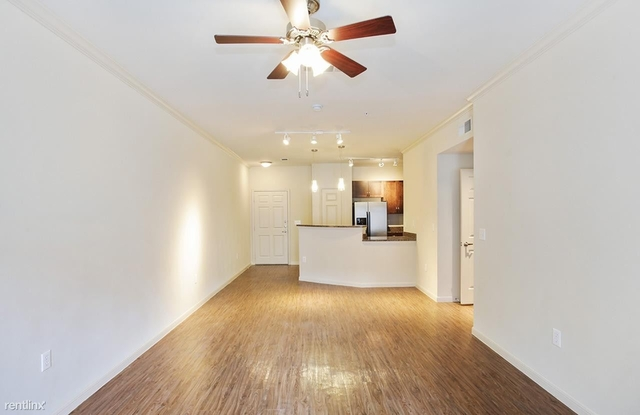 2 Bedrooms, West End Historic District Rental in Dallas for $1,725 - Photo 2
