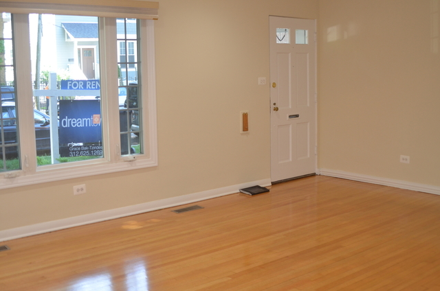 3 Bedrooms, South East Ravenswood Rental in Chicago, IL for $2,400 - Photo 2