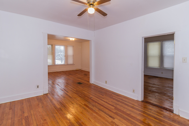 3 Bedrooms, Roseland Rental in Chicago, IL for $800 - Photo 2