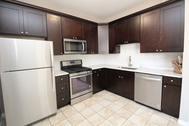 3 Bedrooms, Edgewater Rental in Chicago, IL for $3,000 - Photo 2