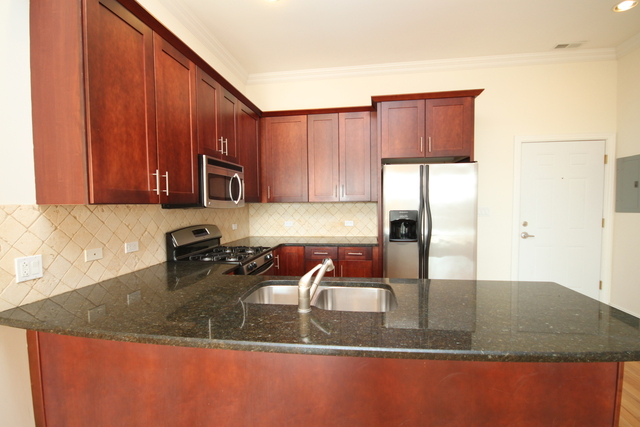 2 Bedrooms, Ravenswood Rental in Chicago, IL for $2,550 - Photo 2