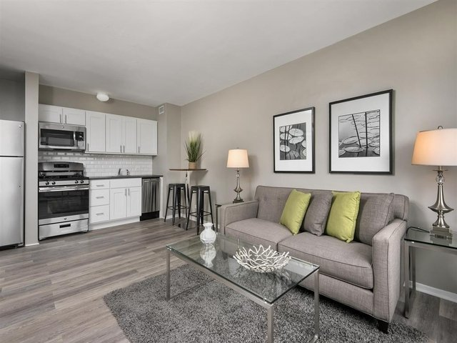2 Bedrooms, Hyde Park Rental in Chicago, IL for $1,797 - Photo 1