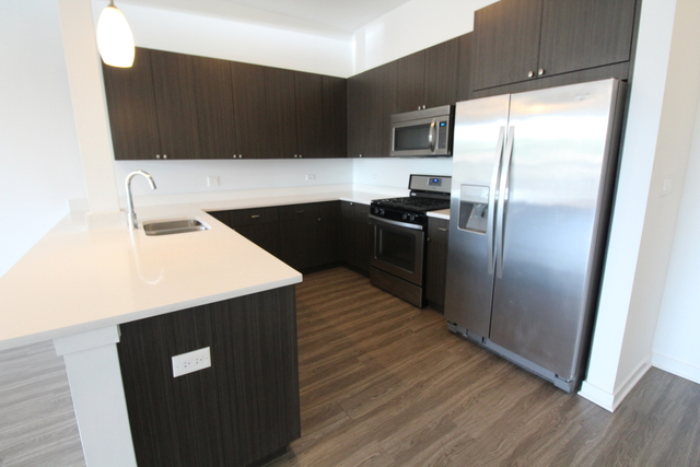 2 Bedrooms, Edgewater Rental in Chicago, IL for $2,325 - Photo 2