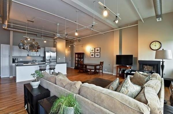 2 Bedrooms, Goose Island Rental in Chicago, IL for $2,900 - Photo 2