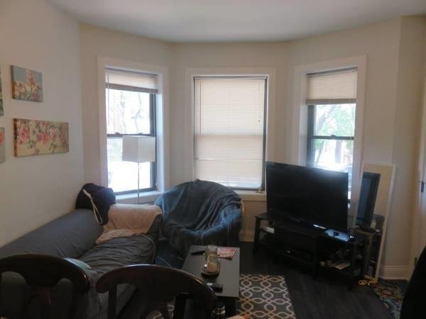 2 Bedrooms, Ravenswood Rental in Chicago, IL for $1,425 - Photo 2