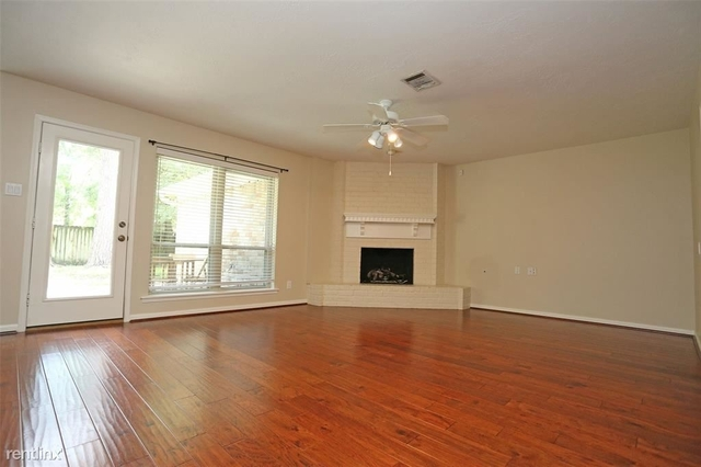 4 Bedrooms, Grogan's Mill Rental in Houston for $1,650 - Photo 2